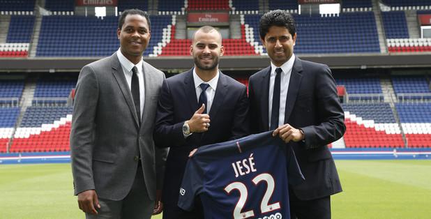 Jese assina com o Paris. (Divulgação/ PSG)