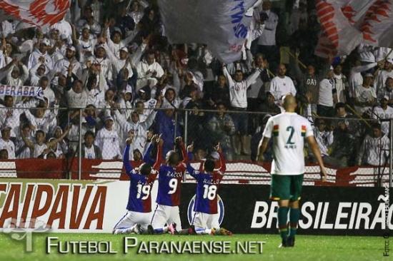 Lúcio Flávio marcou nos acréscimos do segundo tempo. (Geraldo Bubniak/Futebolparanaense.net)