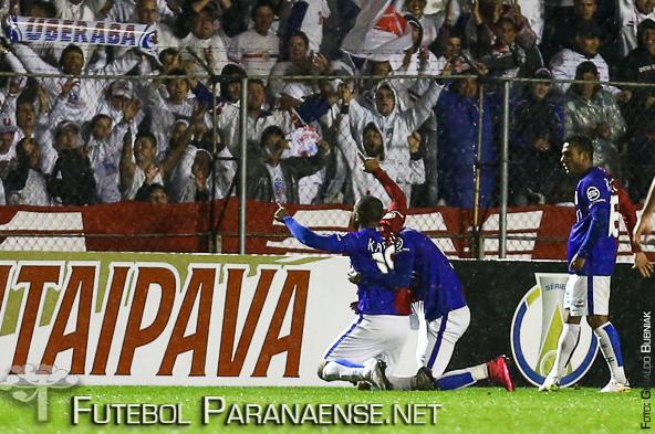 Lúcio Flávio recebeu ligação de torcedor para melhorar seu desempenho nas cobranças de pênaltis. (Geraldo Bubniak/Futebolparanaense.net)