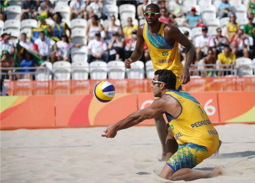 Pedro e Evandro sofrem segunda derrota. (Divulgação/ FIVB)