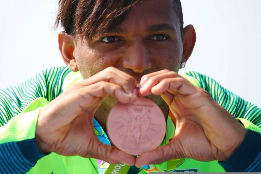 Isaquias leva mais uma medalha para casa. (Roberto Castro/ Brasil 2016)