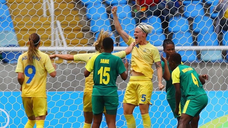 Fischer comemora o primeiro gol da Olimpíada. (Divulgação/FIFA/Getty Images)