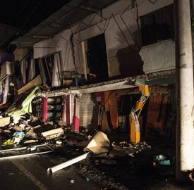 epa05263407 Several buildings are damaged after a 7.8 magnitude earthquake hit Ecuadoran northern coastal region, in the town of Pedernales, Ecuador, early 17 April 2016. At least 77 people were killed and hundreds injured in an earthquake affecting the Ecuadoran northern coastal region. EPA/JOSE JACOME