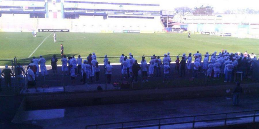Torcedores atrasaram jogo-treino do Paraná. (Reprodução)