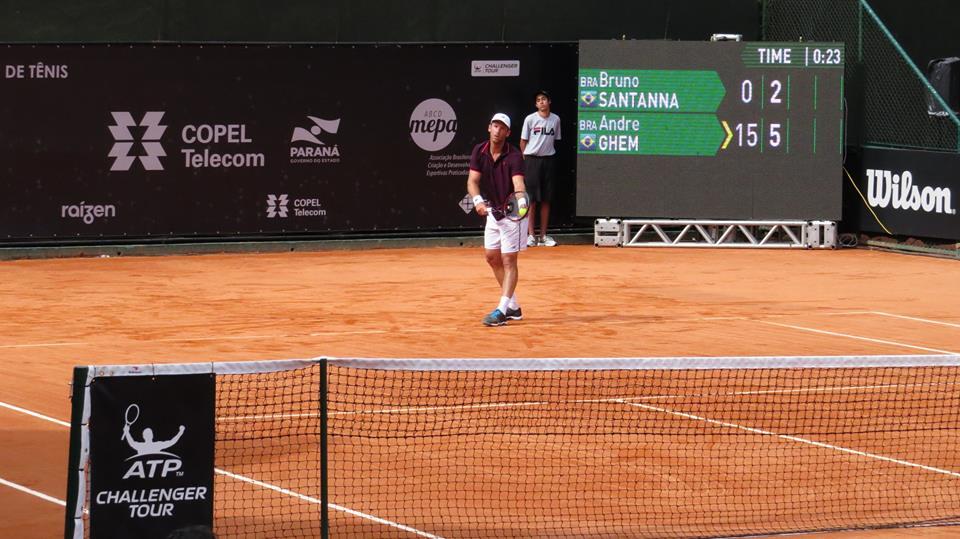 Andre Ghem encara Gonzalo Escobar nas quartas. (Rafael Pignataro/Aberto de Tênis do Paraná)