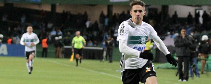 Neto Berola deve ficar de fora do restante da temporada. (Divulgação/ Coritiba)