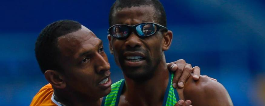 Odair Santos é o primeiro medalhista brasileiro na Paralimpíada Rio 2016. (Twitter/ CPB)