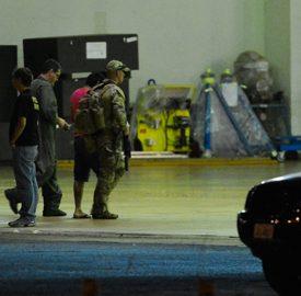 Brasília - Chegam ao aeroporto da capital federal os suspeitos de planejar ataque terrorista durante os Jogos Olímpicos Rio 2016 (Valter Campanato/Agência Brasil)