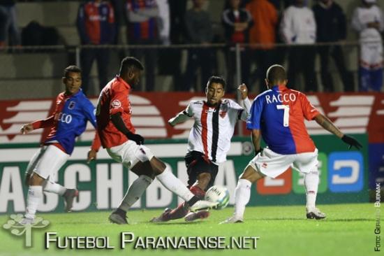 Paraná venceu o Oeste por 2 a 1 no primeiro turno. (Geraldo Bubniak/Futebolparanaense.net)