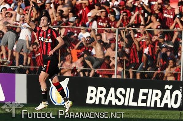 Com um gol e uma assistência, Pablo foi um dos destaques do Atlético no clássico (Geraldo Bubniak/FutebolParanaense.Net)
