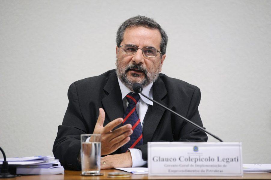 Glauco Colepicolo Legatti (à esq.), gerente-geral de Implementação de Empreendimentos da Petrobras, presta depoimento à Comissão Parlamentar de Inquérito (CPI) que investiga denúncias de corrupção na estatal