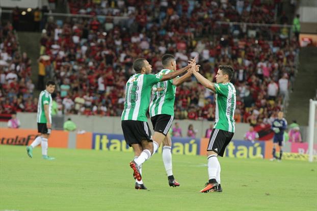 Livre do rebaixamento, Coritiba agora tem como meta a Sul-Americana. (Divulgação/Coritiba)