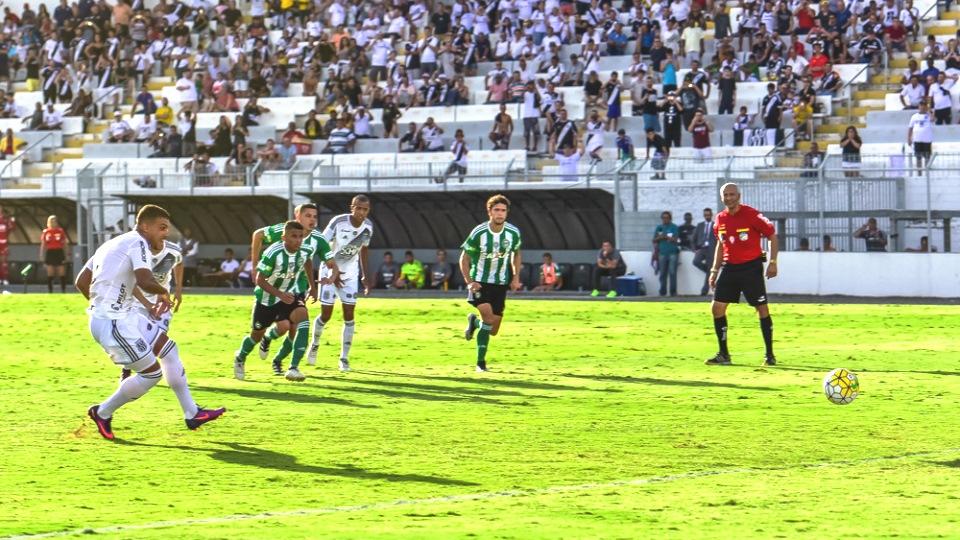 Willian Pottker abriu o caminho para a vitória da Ponte Preta em Campinas (Fábio Leoni/Ponte Press)
