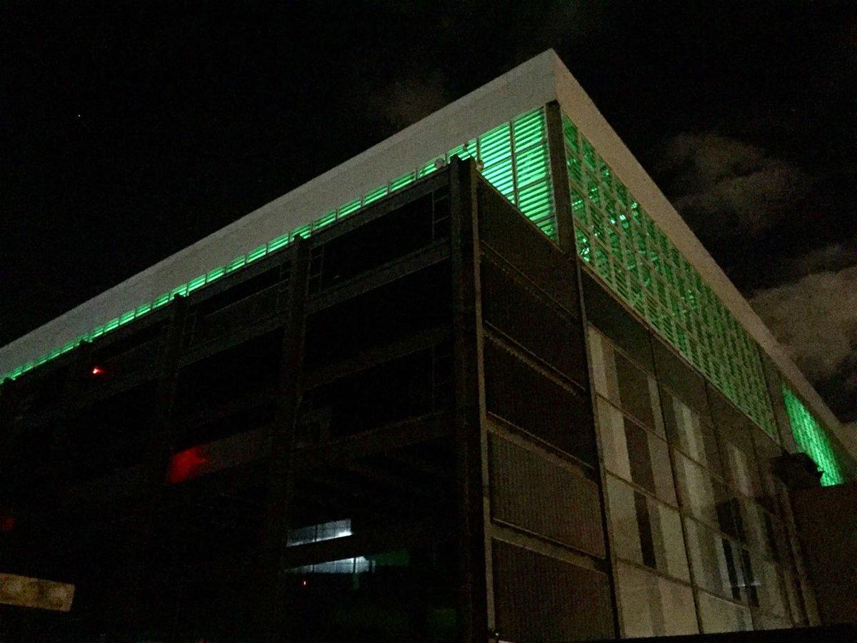 Arena da Baixada está iluminada de verde desde o dia do acidente. (Banda B)