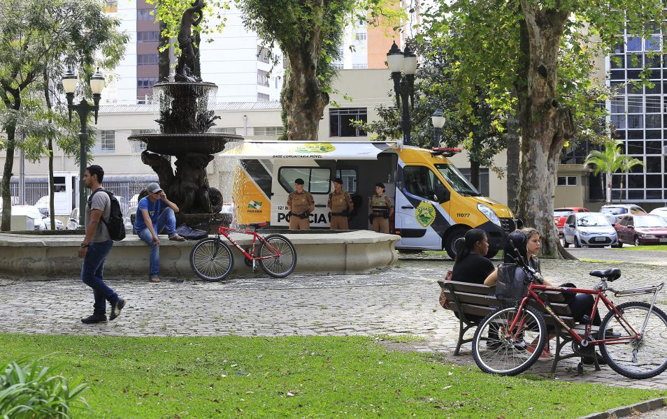 Módulo Móvel na praça Eufrásio Correia. Curitiba, 24-10-14. Foto: Arnaldo Alves / ANPr.
