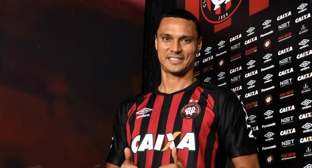 3ec7770549 Emerson Silva estava no Botafogo e chega para reforçar o sistema defensivo  (Divulgação Atlético)