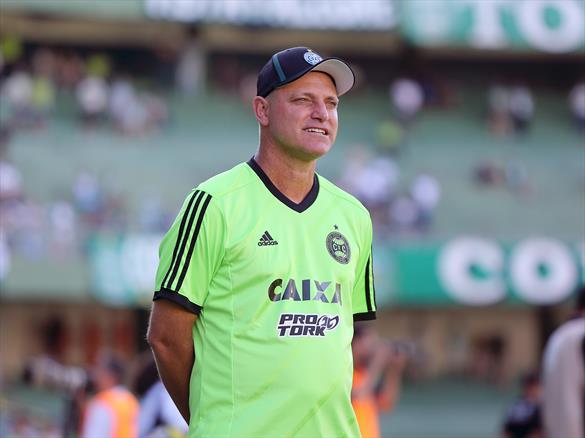f7950cf978 Sandro Forner foi demitido após perda do título estadual e início ruim na  Série B (Divulgação Coritiba)