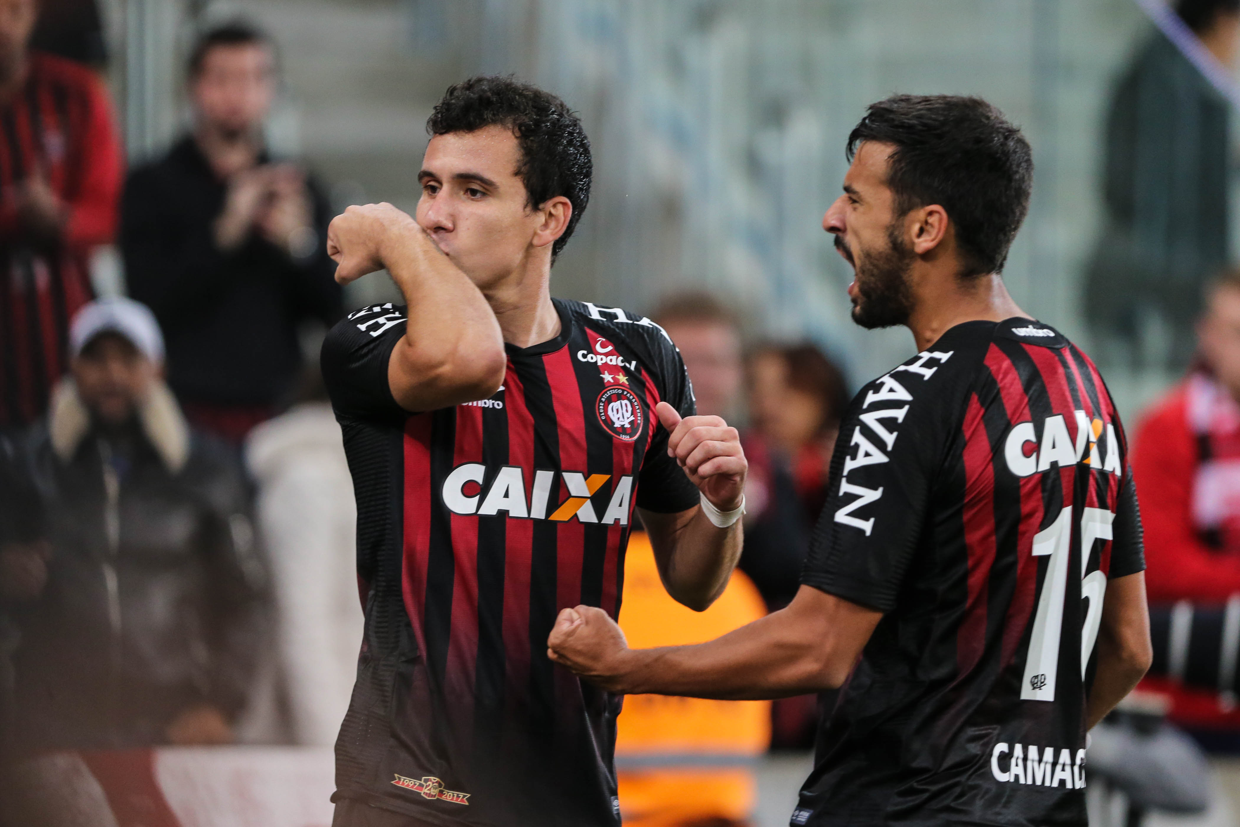 Confira os lances de Chapecoense 0 x 0 Atlético-PR.