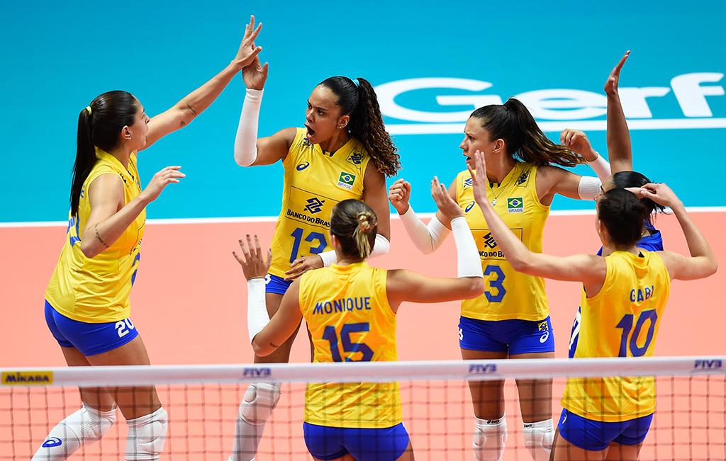 f8d3dd35b0 Seleção feminina de vôlei bate Turquia e conquista 3ª vitória na Liga das  Nações