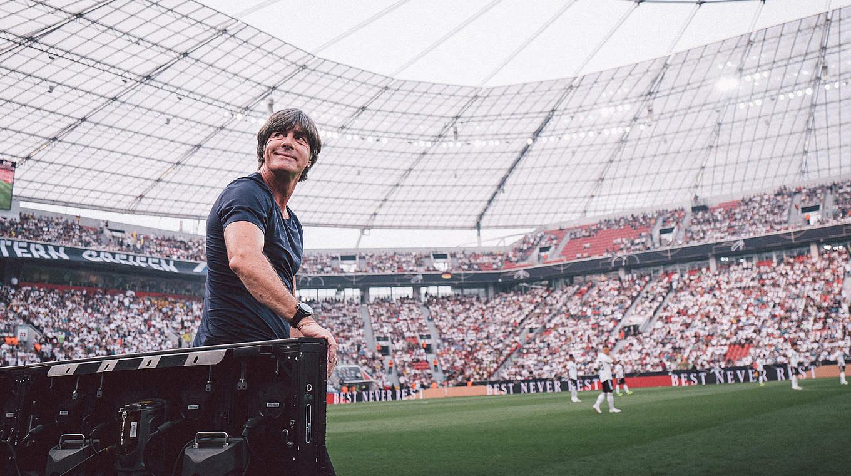 (Divulgação DFB Pokal). A Federação Alemã de Futebol (DFB) anunciou nesta  terça-feira a permanência do técnico Joachim Low no comando da seleção  nacional. 44b31f5a32c0e