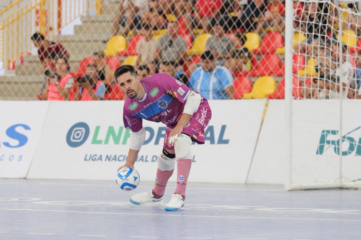2e6da8e0e5 Goleiro Djony fez grandes defesas durante o empate do Pato contra Sorocaba.  (Guilherme Manuseto LNF)
