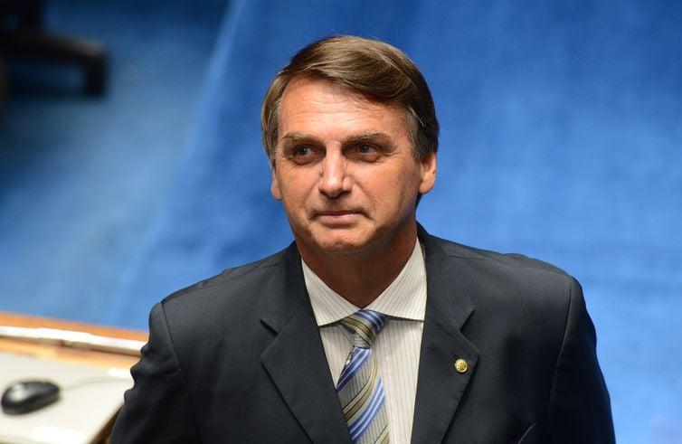 Resultado de imagem para 'Nunca vi autoridade do Brasil ser assistida por médico cubano', diz Bolsonaro...