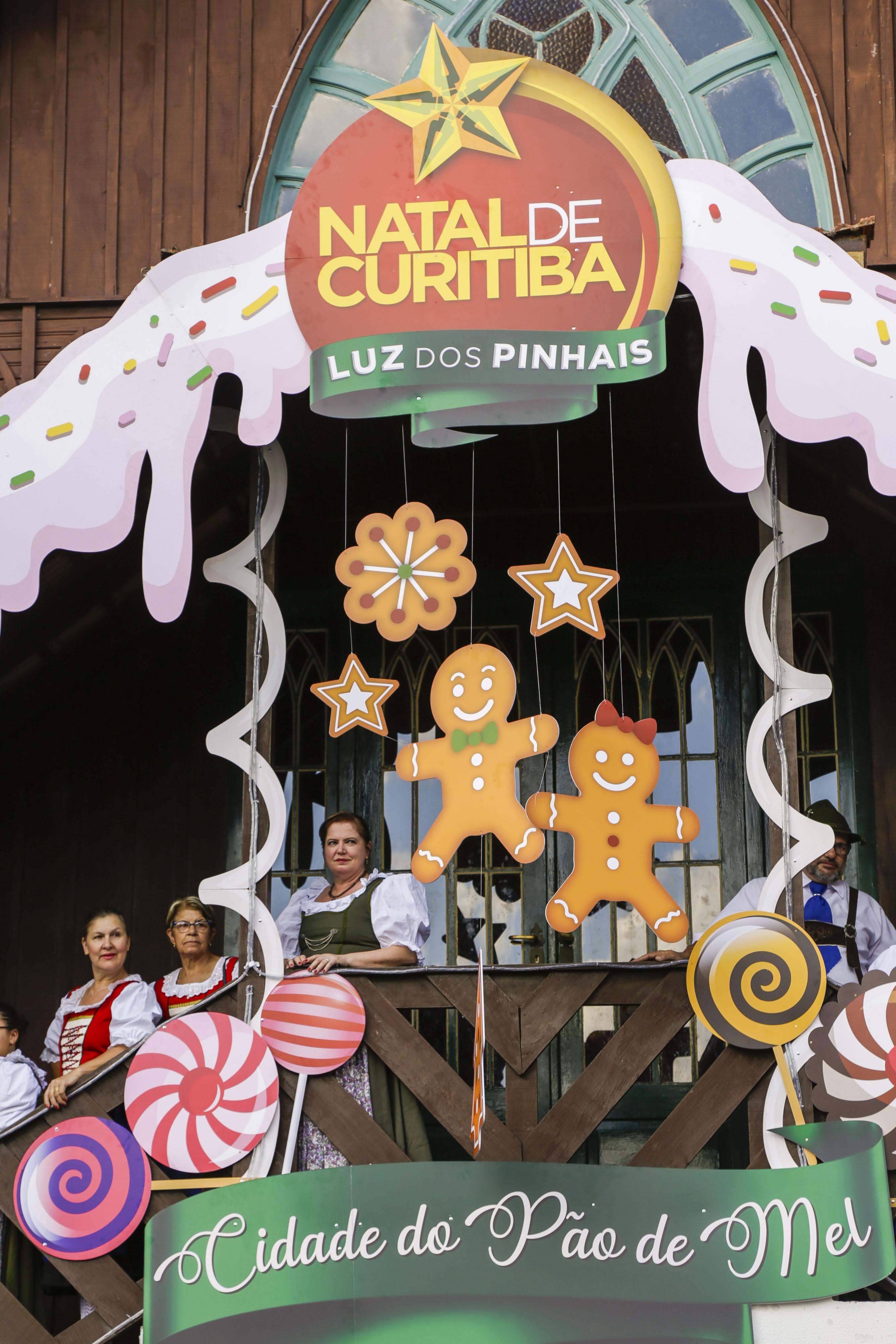7a6ee4ab2 1/4Inauguração da Vila de Natal e a Casa do Pão de Mel, no Bosque Alemão,  como parte da programação do Natal de Curitiba Luz dos Pinhais.