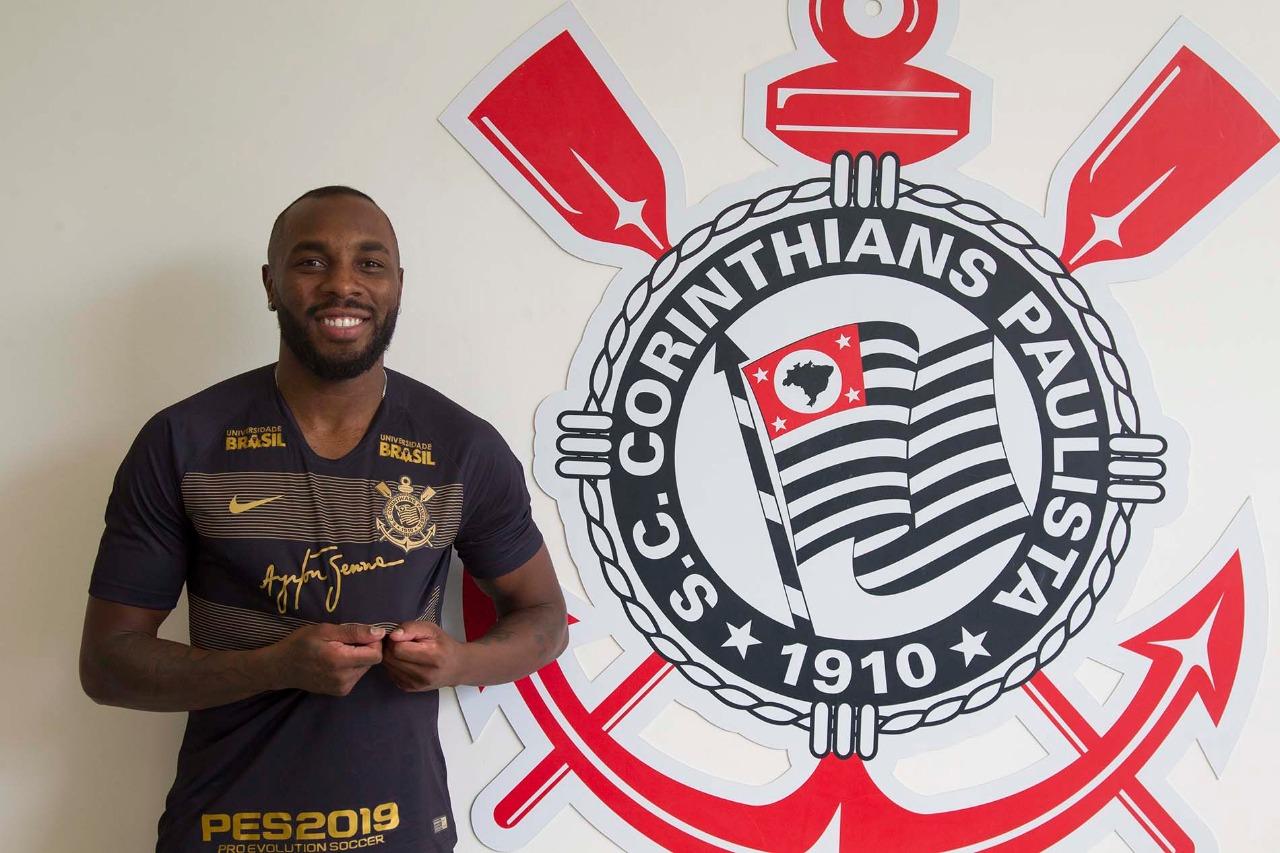 ac4dd3cb6d Corinthians oficializa empréstimo do zagueiro Manoel por uma temporada