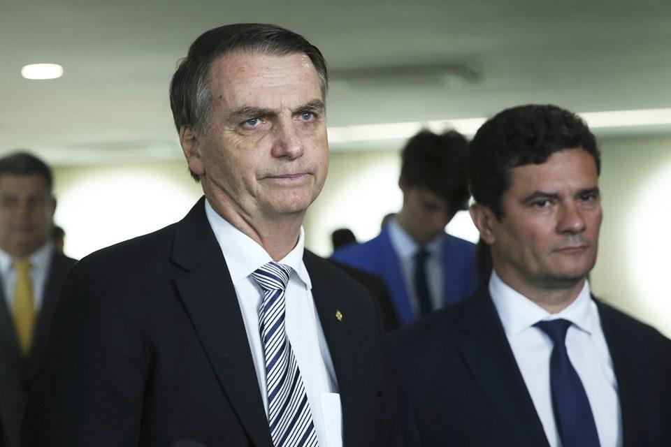 Resultado de imagem para Bolsonaro muda agenda e recebe Moro após vazamento de mensagens com Deltan