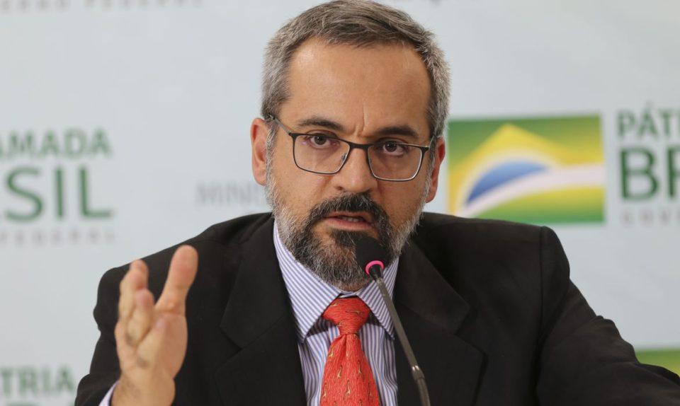 Com Weintraub demissionário, Bolsonaro busca saída honrosa para ...