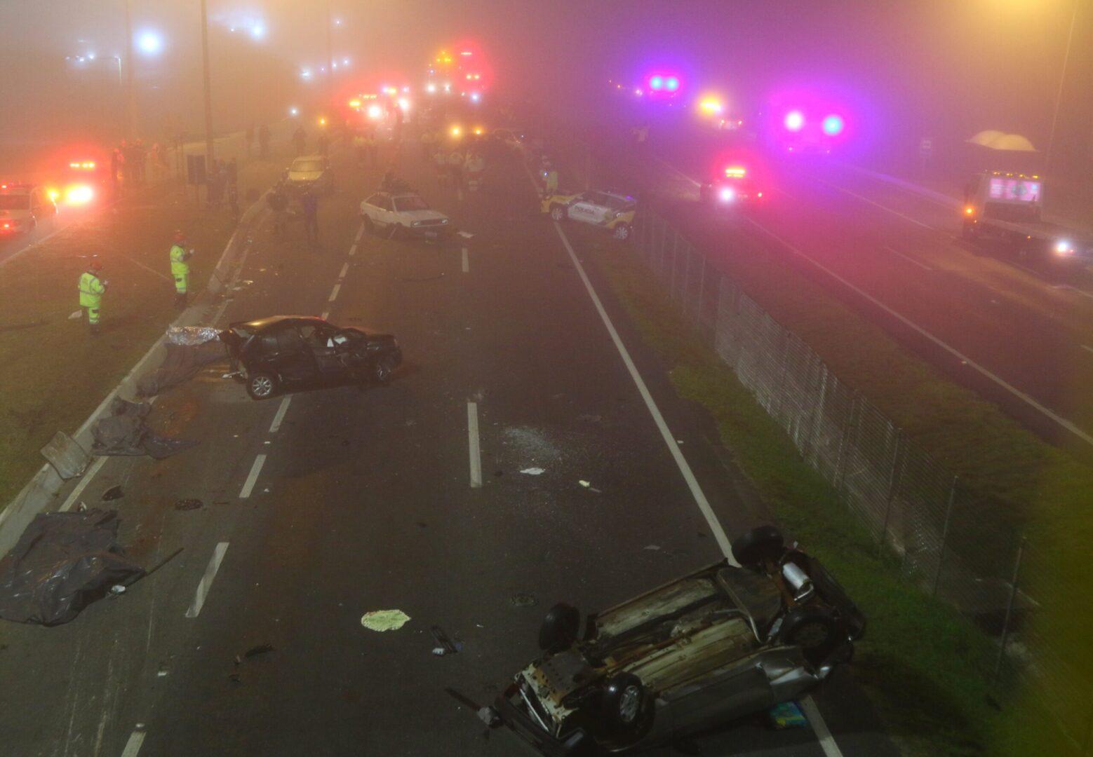 Acidente gravíssimo na BR-277 entre carros, motos e caminhão deixa ...