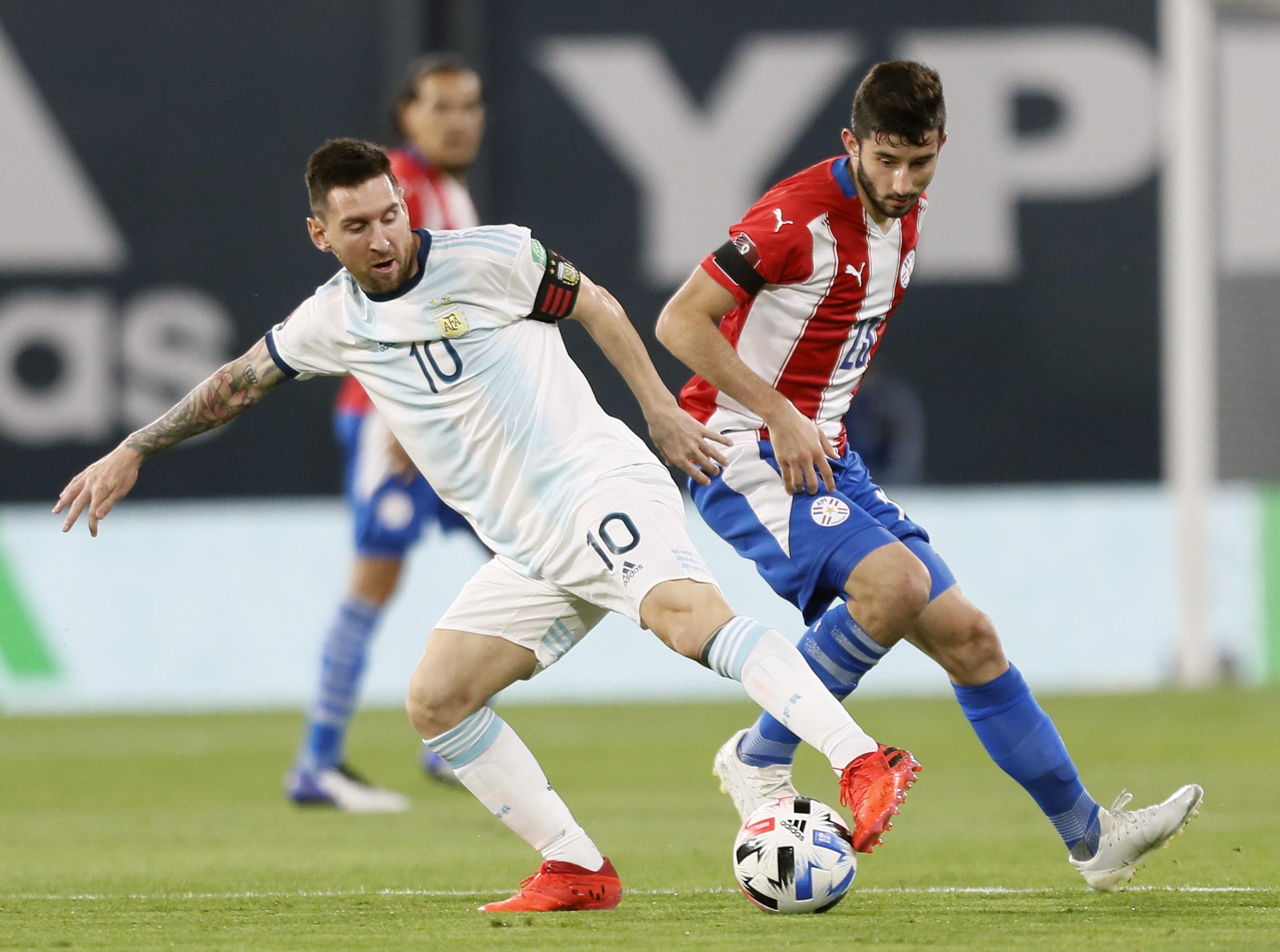 Messi perde a paciência com árbitro brasileiro após gol anulado: 'Errou 2  vezes' - Banda B