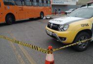 Ciclista colidiu com um ônibus