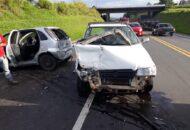 acidente entre dois carros no Contorno Norte