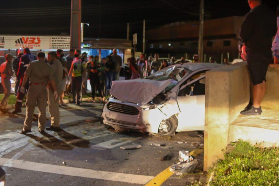Uma jovem de 19 anos morreu na hora em acidente