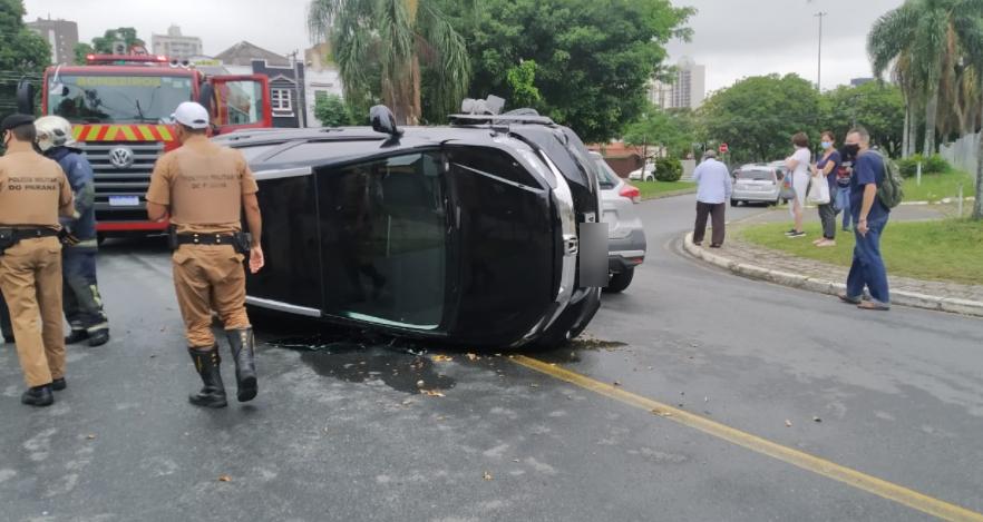 motorista perde controle do carro após o óculos ficar embaçado