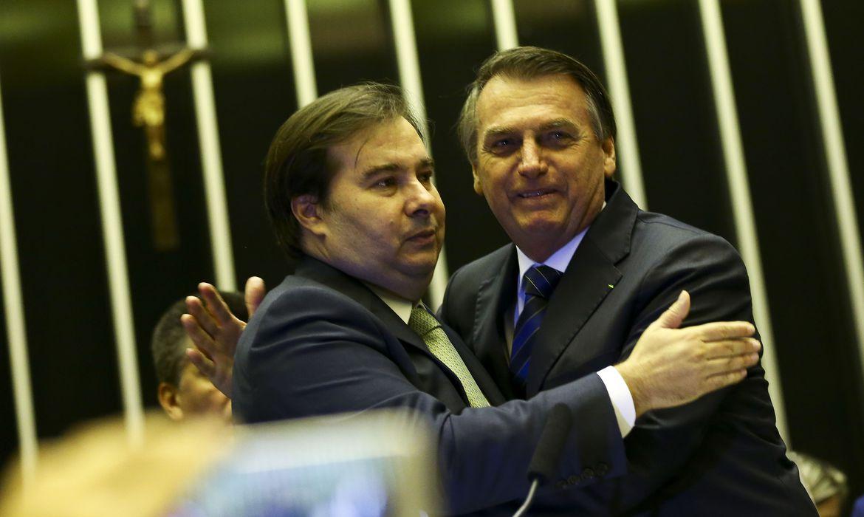 Bolsonaro coloca responsabilidade em Maia sobre 13º do Bolsa Família