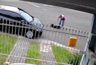vídeo mostra casal agredindo cachorro