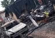 Família perde tudo após carro pegar fogo e atingir a casa