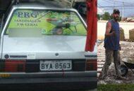 Jardineiro busca maneiras de voltar a trabalhar após roubarem seus carro e ferramentas