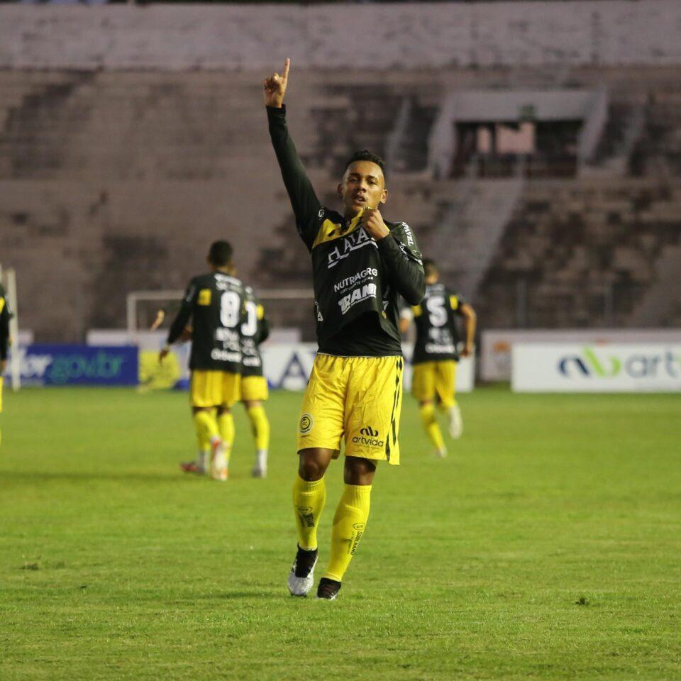 FC Cascavel líder